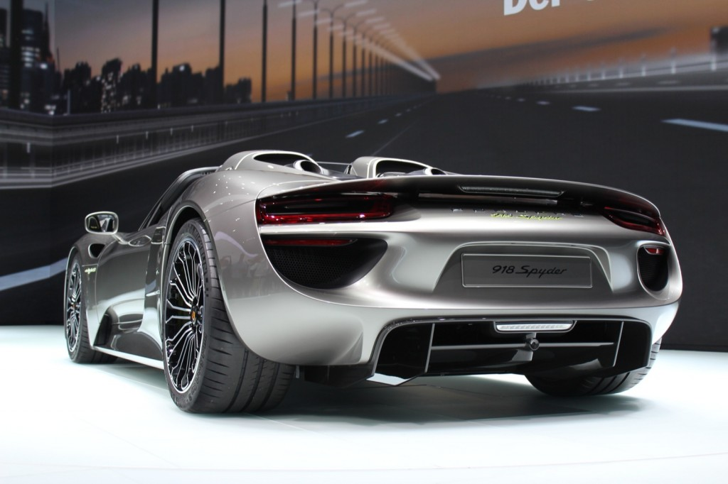 porsche 918 spyder simply flies of the shelf car statement - Porsche Spyder 2013