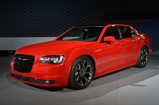 2016 Chrysler 300. Photo credits: http://www.autoblog.com/2014/11/20/2015-chrysler-300-la-2014/