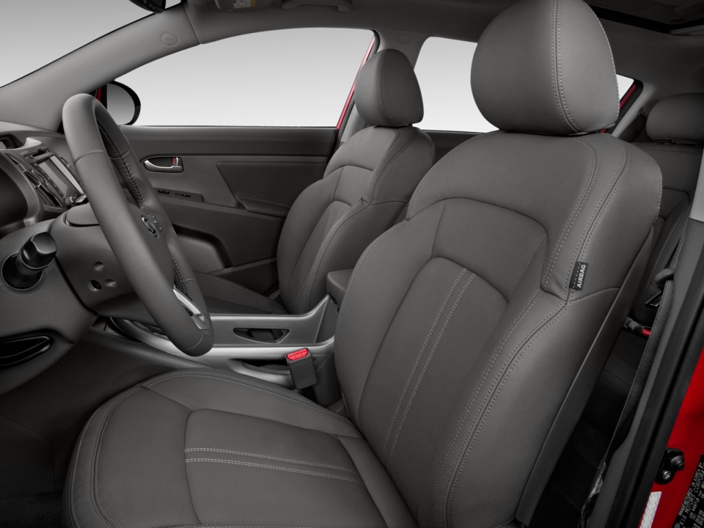 2015 Kia Sportage Interior. Photo credits: http://www.thecarconnection.com/photos/kia_sportage_2015