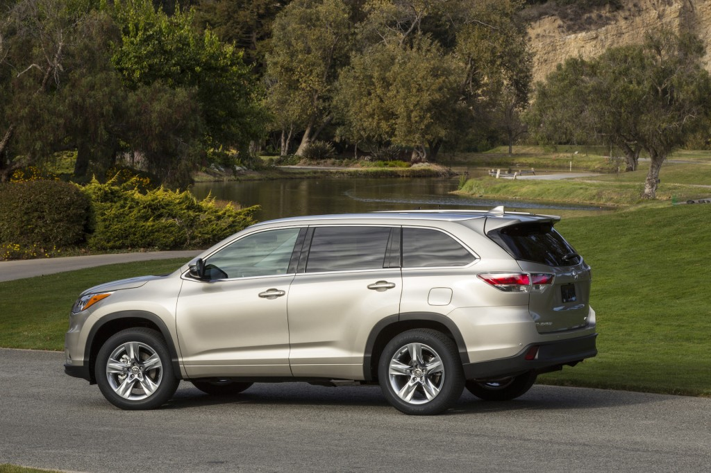 2015 Toyota Highlander. Photo credits: http://www.thecarconnection.com/photos/toyota_highlander_2015
