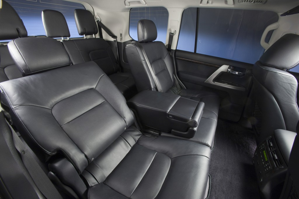 2015 Toyota Land Cruiser Interior. Photo credits: http://www.thecarconnection.com/photos/toyota_land-cruiser_2015