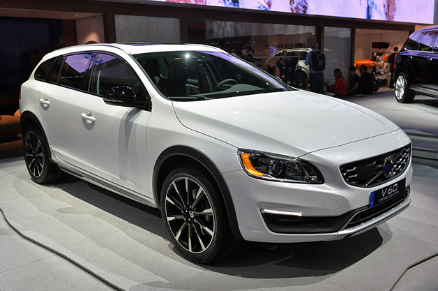 2015 Volvo V60 Cross Country. Photo credits: http://www.autoblog.com/2014/11/20/2015-volvo-v60-cross-country-la-2014/
