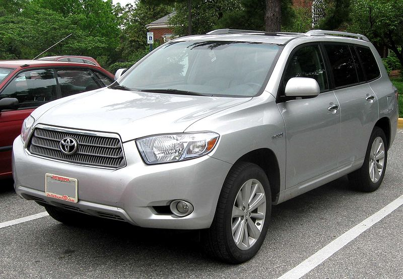 Second generation Toyota Highlander. Photo credits: http://upload.wikimedia.org/wikipedia/commons/thumb/e/e5/2nd_Toyota_Highlander_Hybrid_Limited.jpg/800px-2nd_Toyota_Highlander_Hybrid_Limited.jpg