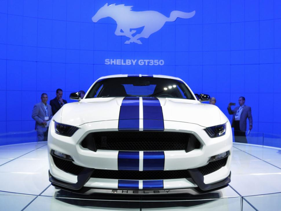2016 Ford Mustang Shelby GT350. Photo credits: http://www.nydailynews.com/autos/auto-shows/auto-show-2016-ford-mustang-shelby-gt350-article-1.2016758