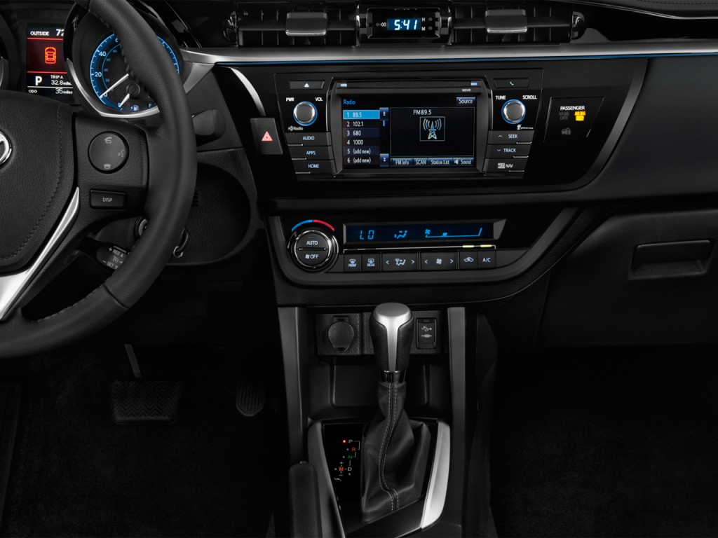 2015 Toyota Corolla Interior. Photo credits: http://www.thecarconnection.com/photos/toyota_corolla_2015