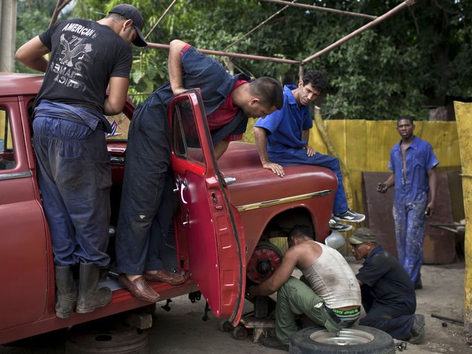 Cuban car mechanics. Photo credits: http://www.usatoday.com/picture-gallery/money/cars/2014/12/18/cubas-treasure-trove-of-1950s-us-cars/20548357/?hootPostID=4a4a9aee1a116b83b348a7afa545d2ad