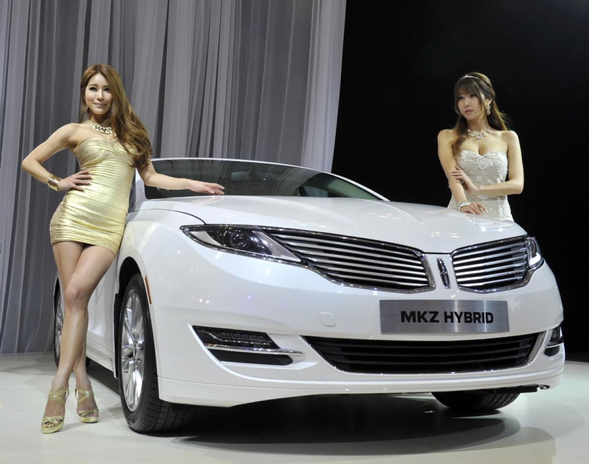 Lincoln MKZ Hybrid girls