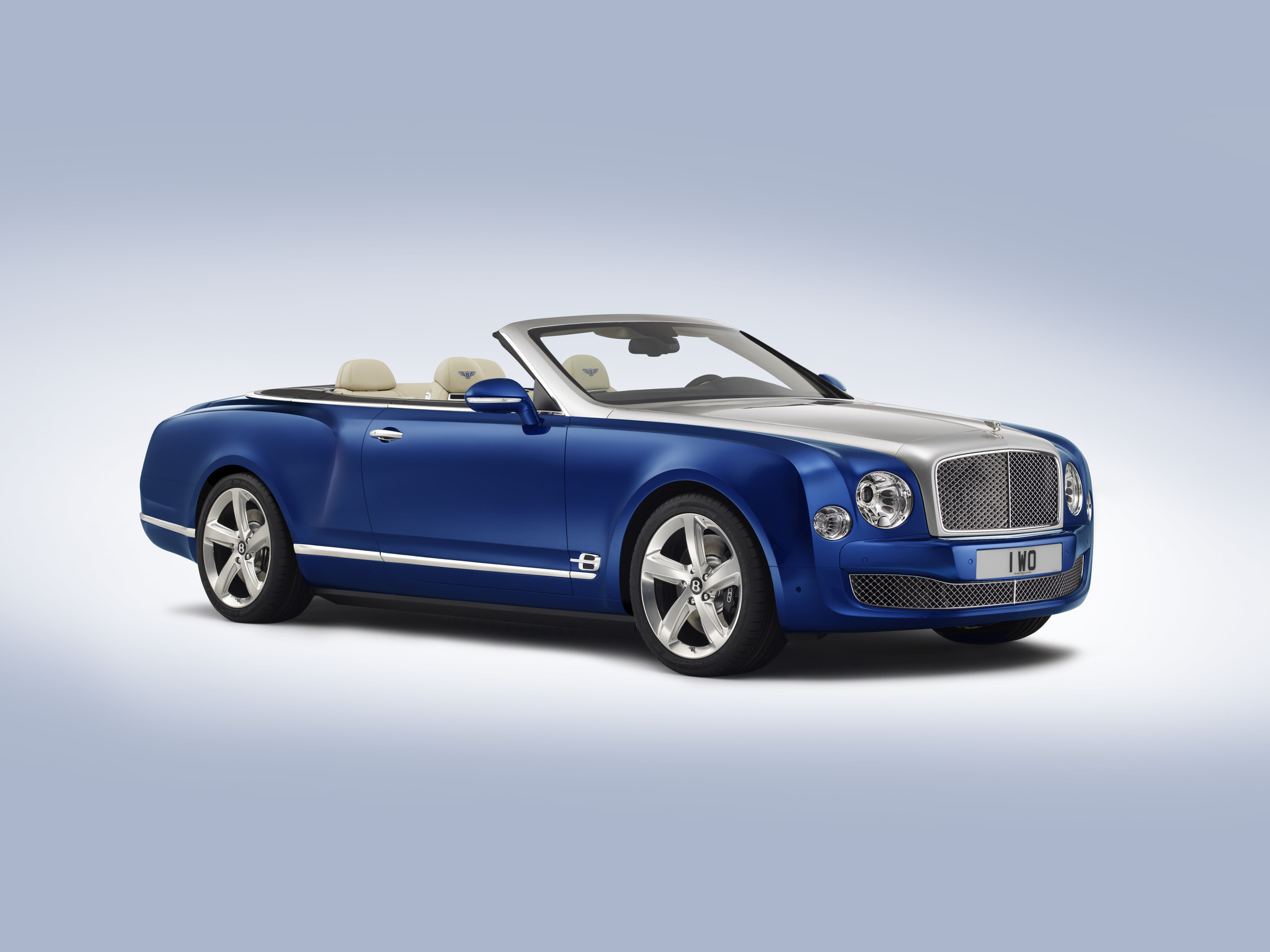 Bentley Grand Convertible. Photo credits: http://www.latimes.com/business/autos/la-fi-bentley-grand-convertible-concept-la-auto-show-20141117-story.html