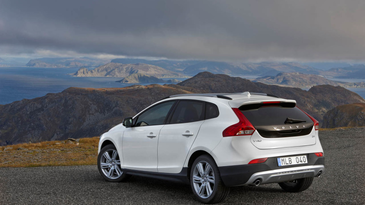 2015 Volvo V40 Cross Country rear
