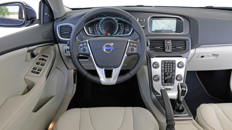 2015 Volvo V40 Cross Country interior
