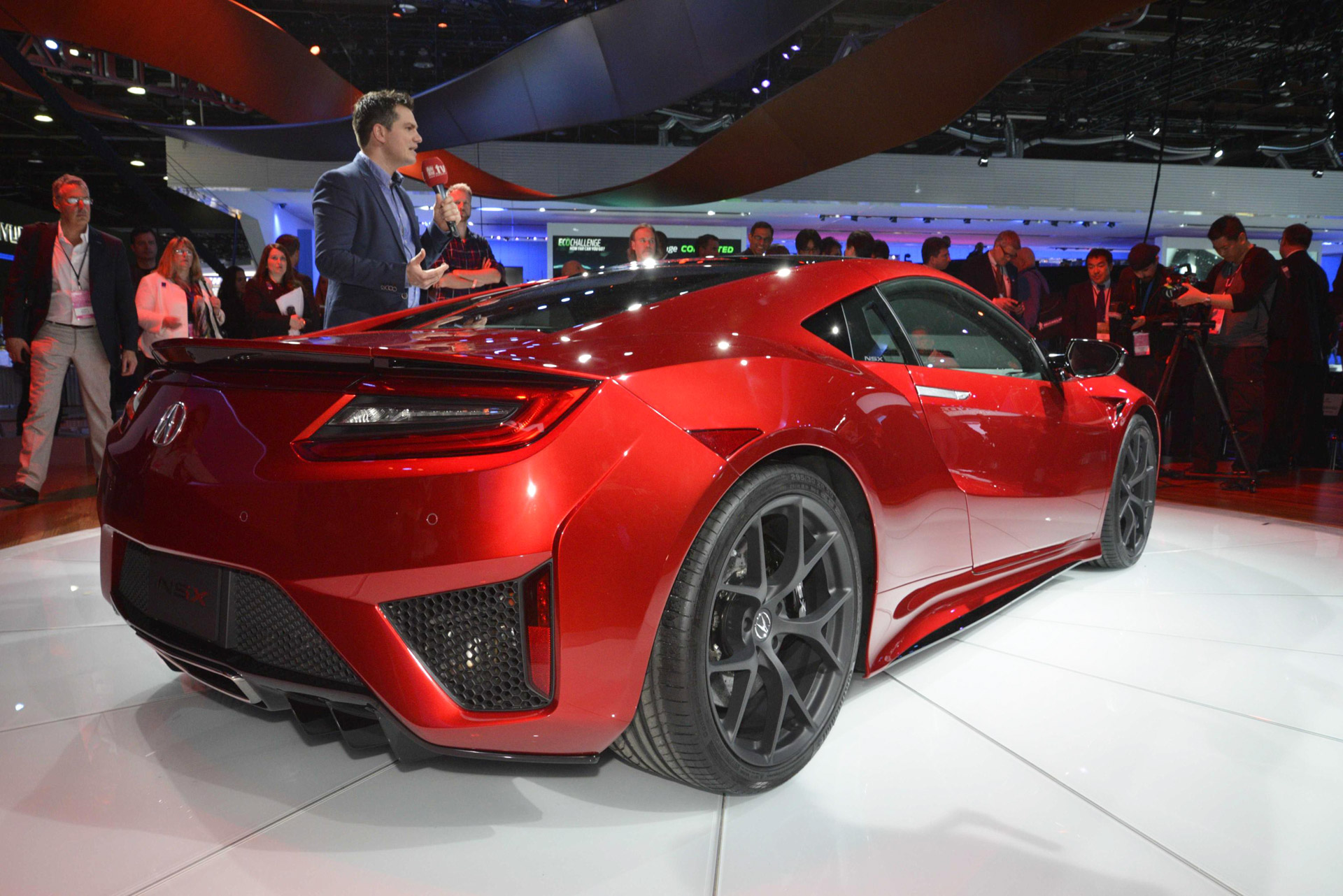 2016 Acura NSX in 2015 NAIAS. Photo credits: Motor Authority