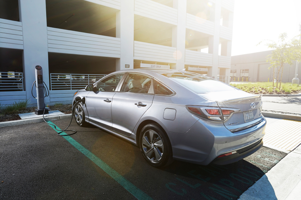 2016 Hyundai Sonata Plug In Hybrid Rear View Recharging
