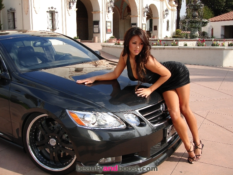 Hot girl Melissa Grace with Lexus GS. Photo credits: beautyandboost.com