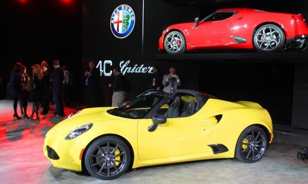 2015 NAIAS Debuts: 2016 Alfa Romeo 4C Spider
