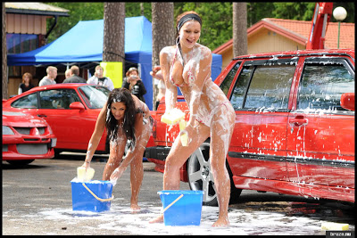 Hot Girls washing Volvo 850R
